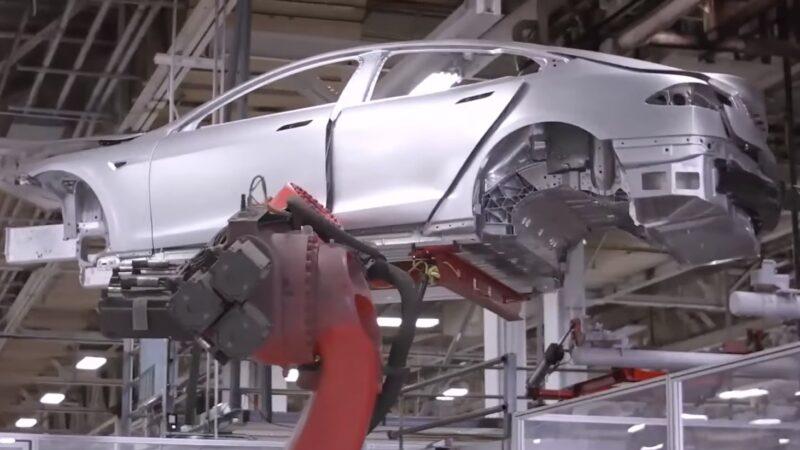 Tesla atinge marca de 1 milhão de carros produzidos por ano